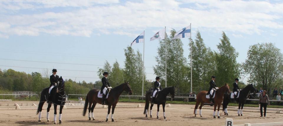 Tuomarinkylän Ratsastuskeskuksessa on ensiluokkaiset puitteet kouluratsastuskilpailujen järjestämiselle.